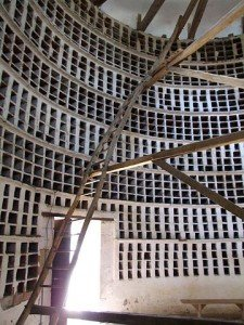 Architecture de Colombier dans PIGEON - COLOMBE 360px-epoisses_-_chateau_-_pigeonnier_-_interieur_3-225x300