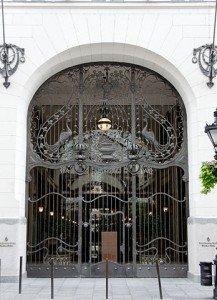 348px-Ferronneries_palais_Gresham_Budapest